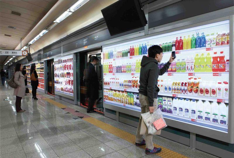 Magazin semi virtual in statia de metrou Japonia